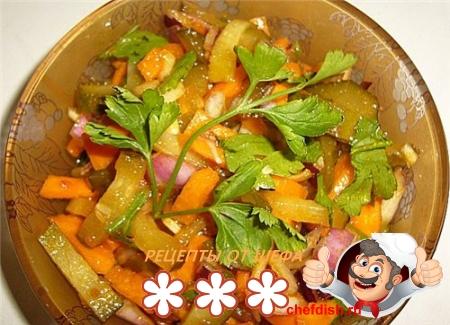 Диетический легкий салат с огурцом
